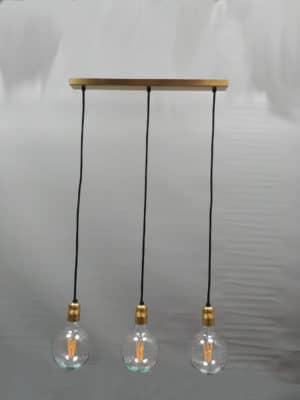 lampara de techo dorado y cable negro